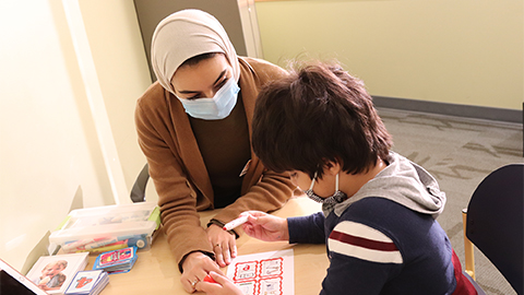 Basmah Alshatti works with a pediatric patient at the MU Thompson Center for Autism and Neurodevelopmental Disorders. She is a master's student in Speech, Language and Hearing Sciences.