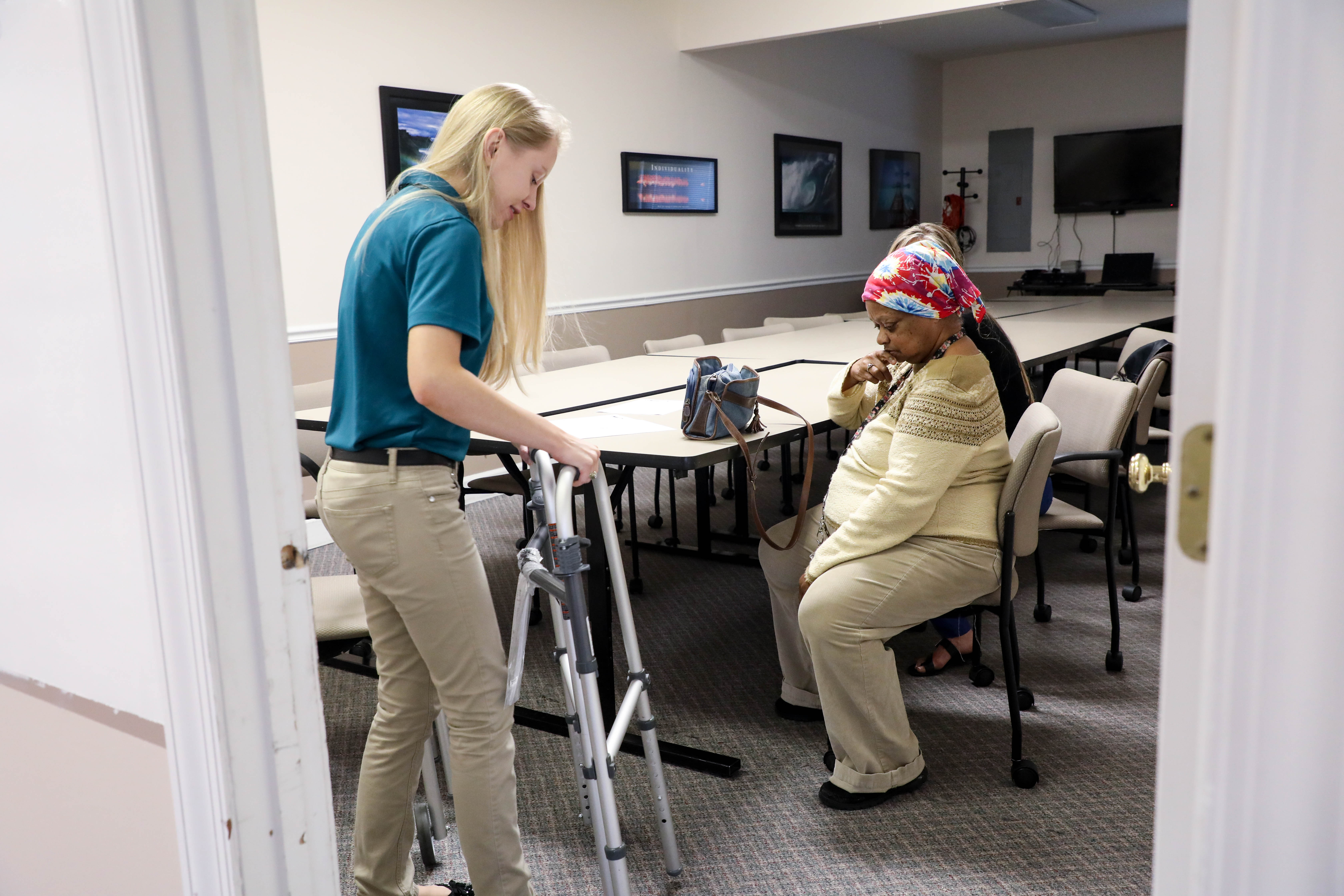 Student teaching SIL consumer how to use walker